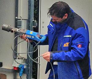 VDE-Geräteprüfung_Sichtprüfung einer Bohrmaschine