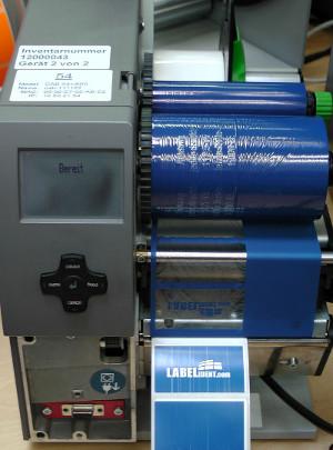 Etikettendrucker mit defektem Druckkopf.