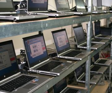 Produktionsbank mit detailliertem Akkutest
