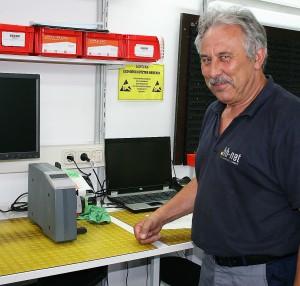 """Der Produktionsleiter Herr Engelbrecht über die Etikettenspender: """"Die Geräte sind super in der Anwendung. Das Etikettenmaterial lässt sich einfach und schnell auswechseln."""""""