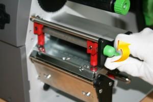Öffnen der Druckkopfarretierung am CAB A4+