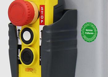 Prüfplaketten an Lastenheber und Flurförderzeugen